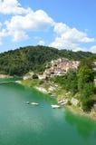 Il paese di Fiumata sul lago Salto nell'Abruzzo - in Italia 39 Fotografia Stock Libera da Diritti