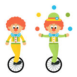 Il pagliaccio del fumetto con il cappello manipola sull'insieme della bicicletta Fotografie Stock