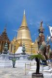 Il pagoda dell'oro e del giat a Wat Phra Kaew Immagine Stock Libera da Diritti
