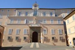 Il palazzo apostolico delle sedi di Castel Gandolfo del papà Immagine Stock Libera da Diritti