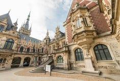 Il palazzo del benedettino in neogotico e nella neo-rinascita disegna il buil Fotografia Stock Libera da Diritti