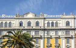 Il palazzo del centro commerciale di Rinascente nella via principale fotografia stock libera da diritti