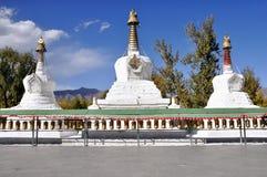 Stupa vicino a Palazzo del Potala Fotografia Stock Libera da Diritti