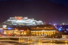 Il Palazzo del Potala alla notte Immagini Stock Libere da Diritti