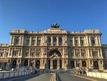 Il palazzo di giustizia nel centro di Roma immagine stock