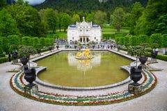 Il palazzo di Linderhof è uno Schloss in Germania, vicino all'abbazia di Ettal Immagine Stock Libera da Diritti