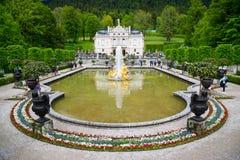 Il palazzo di Linderhof è uno Schloss in Germania, vicino all'abbazia di Ettal Fotografie Stock Libere da Diritti