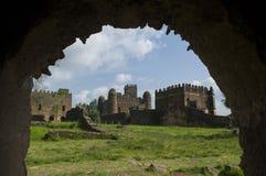 Il palazzo gondar, attraverso un arco Etiopia immagine stock libera da diritti