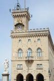 Il palazzo pubblico su Borgo Maggiore fotografie stock