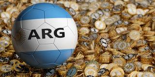 Il pallone da calcio nei colori nazionali dell'Argentina sul dollaro dorato conia Immagini Stock Libere da Diritti