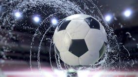 Il pallone da calcio vola emettendo il giro rapido delle gocce di acqua, animazione di 4k 3d stock footage