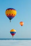 Il pallone sui precedenti del cielo blu fotografia stock