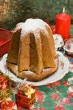 IL Pandoro - o Natal italiano tradicional c foto de stock royalty free