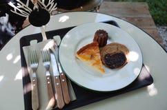 Il pane al forno su da portare in tavola per mangia di recente Immagine Stock
