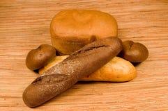 Il pane ed i panini cotti Fotografia Stock