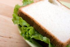 Il panino sul piatto immagini stock libere da diritti