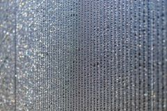 Il pannello ? fatto della plastica del policarbonato per la serra linee di goccioline di acqua sulla superficie come estratto fotografia stock