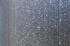 Il pannello ? fatto della plastica del policarbonato per la serra linee di goccioline di acqua sulla superficie come fondo astrat immagini stock