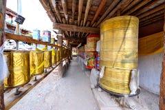 Il panno degli scriptures nella progettazione rotabile del Tibet fotografia stock