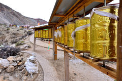 Il panno degli scriptures nella progettazione rotabile del Tibet immagine stock libera da diritti