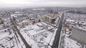 Il panorama aereo dell'inverno della città della samara, macchina fotografica sta spost indietroare video d archivio