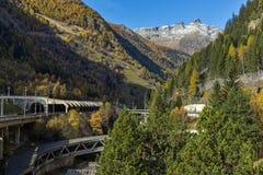 Il panorama delle alpi e Lotschberg scavano una galleria sotto la montagna, Svizzera Fotografie Stock