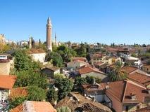 Il panorama di vecchio tetto della città di Adalia completa un giorno soleggiato Fotografia Stock