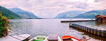 Il panorama di Zeller vede con le canoe nella priorità alta Fotografia Stock