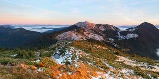 Il panorama fantastico è aperto alle alte montagne Fotografia Stock Libera da Diritti