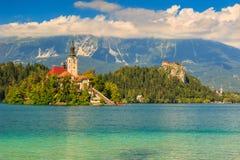 Il panorama maestoso con il lago ha sanguinato, la Slovenia, Europa Fotografia Stock
