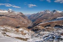 Il panorama stupefacente delle alpi svizzere e Zermatt ricorrono, cantone del Valais Fotografia Stock Libera da Diritti