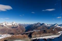 Il panorama stupefacente delle alpi svizzere e Zermatt ricorrono, cantone del Valais Immagine Stock