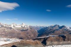 Il panorama stupefacente delle alpi svizzere e Zermatt ricorrono, cantone del Valais Fotografie Stock Libere da Diritti