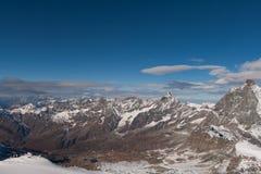 Il panorama stupefacente delle alpi svizzere e Zermatt ricorrono, cantone del Valais Fotografia Stock