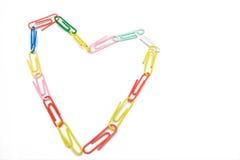 Il paper-clip multicolore gradice il cuore fotografia stock
