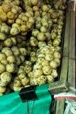 Il parasiticum di Wollongong o di Longkong Lansium è frutta tropicale Il gusto del ` s è agrodolce immagini stock libere da diritti