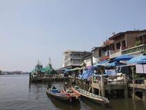 Il parcheggio del peschereccio al porto di pesca in Thail del sud immagini stock libere da diritti