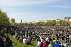 Il parco ammucchiato (parco di Goerlitzer) a Berlino, Kreuzberg durante può Fotografie Stock Libere da Diritti