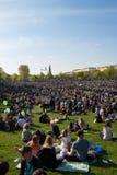 Il parco ammucchiato (parco di Goerlitzer) a Berlino, Kreuzberg durante può Immagini Stock