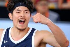 Il parco coreano di Jinsu del giocatore di pallacanestro incoraggia i suoi compagni di squadra fotografie stock