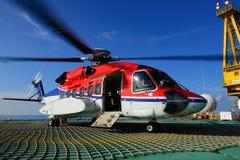 Il parco dell'elicottero sull'impianto offshore per prendere lavoratore Immagine Stock Libera da Diritti