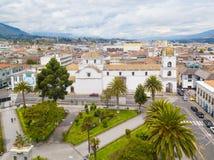 Il parco della cattedrale Latacunga Ecuador e di Vincente Leon Fotografie Stock