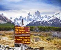 Il parco firma dentro il parco nazionale di Los Glaciares, Fitz Roy, Argentina Immagine Stock Libera da Diritti