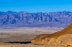 Il parco nazionale colourful di Death Valley al tramonto Immagini Stock