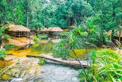 Il parco nazionale di Kirirom situato in Kompong spue provincia regno di Cambogia la belle cascata e montagna Fotografia Stock Libera da Diritti