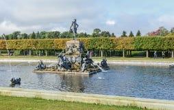 Il parco superiore è stato creato sotto lo zar Peter I È situato in Peterhof fra il viale di St Petersburg ed il grande Peterhof fotografia stock