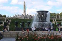 Il parco unico della scultura è lifework del ` s di Gustav Vigeland con più di 200 sculture in bronzo, granito e Immagini Stock