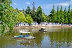 Il parco verde del lago anche conosciuto come Cui Hu Park è uno di parchi più bei nella città di Kunming Fotografie Stock