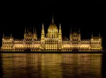 Il Parlamento alla notte Immagini Stock
