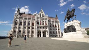 Il Parlamento a Budapest stock footage